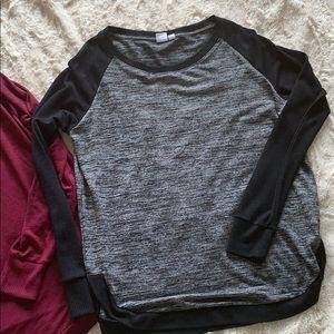 🌷 Black and grey light material GAP sweater